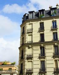 façade d'immeuble parisien