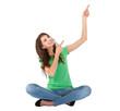 Junge Frau sitzend isoliert zeigt mit den Zeigefingern nach oben