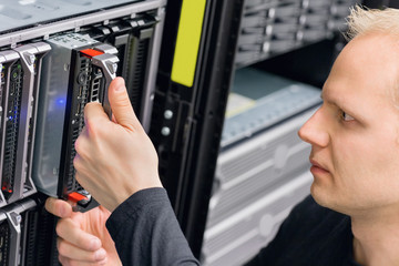 It consultant install blade server in datacenter