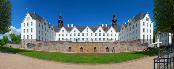 Plöner Schloss Panorama B850