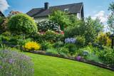 Gartenanlage im Mai