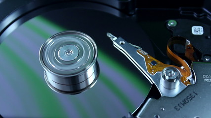 Hard disk drive with spinning platter