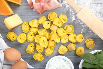 tortellini freschi formaggio verdure e carne