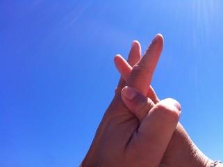 mani nel cielo