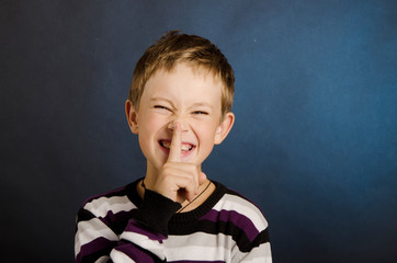 Детские секреты, мальчик смеется