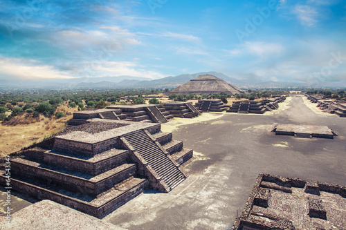 Teotihuacan, Mexico, Pyramid of the sun and the avenue of the De © fergregory