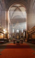 Wormser Dom: Vierung mit Altar