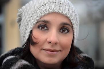Donna con berretto
