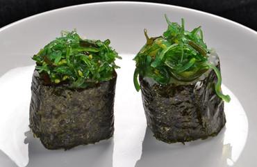 Sushi rol de algas,comida japonesa.