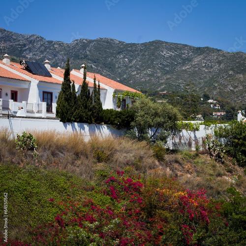 ulica Hiszpania pocztówka Marbella kwiaty biały kolorowy