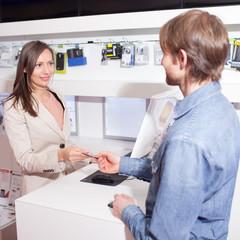 Kunde zahlt mit Kreditkarte