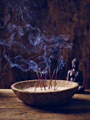 Schale Holz Räucherstäbchen Buddha