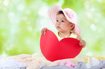 Kleines Mädchen mit Herz