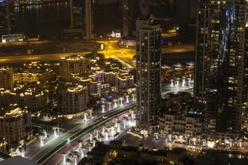 Hochhäuser in Dubai bei Nacht