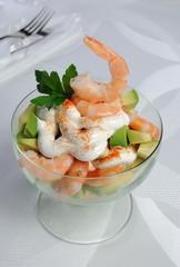 Shrimp with avocado yogurt and red pepper