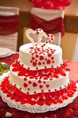 красивый торт с сердечками