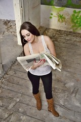 A girl reads the newspapers