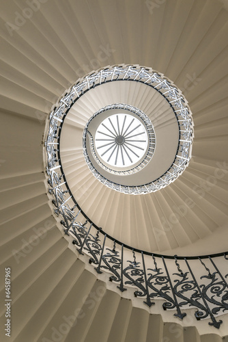 Deurstickers Trappen Upside view of a spiral staircase