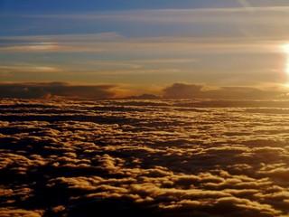 Oberhalb der Wolkendecke