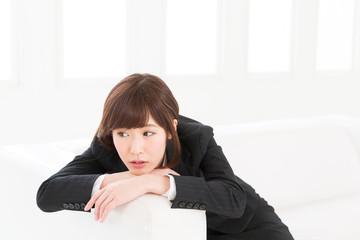 若い女性 悩み