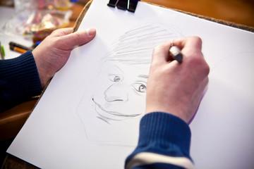 портрет человека на листе бумаге