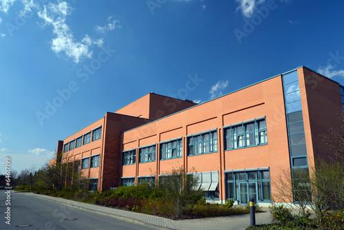 Leinwanddruck Bild modernes Fabrikgebäude // modern factory building