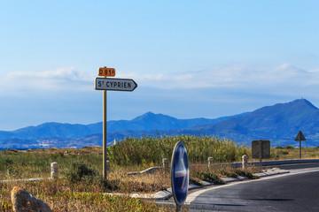 Die Straße nach  Saint Cyprien, Südfrankreich