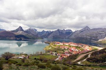panoramica del nuevo riaño, Picos de Europa, Leon