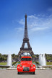 Leinwanddruck Bild - Voiture devant la Tour Eiffel Paris