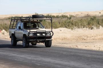 Geländewagen durch die Wüste