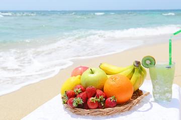 美しいビーチと新鮮な果物