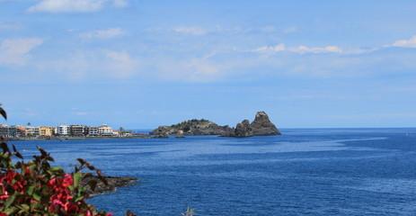 Panorama della costa di acitrezza
