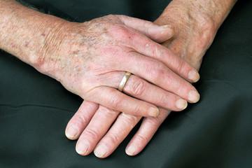 Die Hände eines alten Mannes