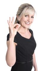 Frau isoliert mit Handzeichen excellent und lächelnd
