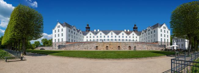 Plöner Schloss 814 x 303