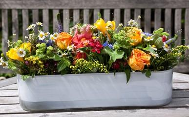 Blumengesteck mit Rosen