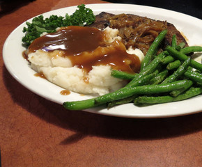 Liver with Mashed Potatoes and Green Beans