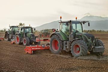 mezzi agricoli a lavoro