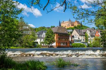 Marburg, Blick vom Flussufer auf das Landgrafenschloss