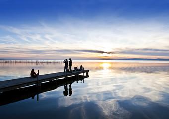 turistas en el lago