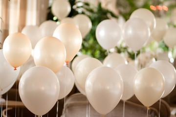 Décoration de mariage avec des ballons