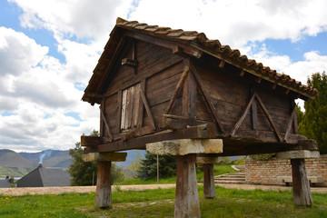 horreo de madera en riaño