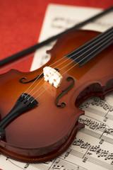 バイオリンと楽譜のアップ