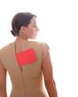 Frau im Kleid mit rotem Schild