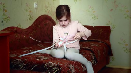 Girl makes the friendship bracelet.