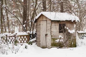 Gartenschuppen im Winter, Hut in a garden in winter