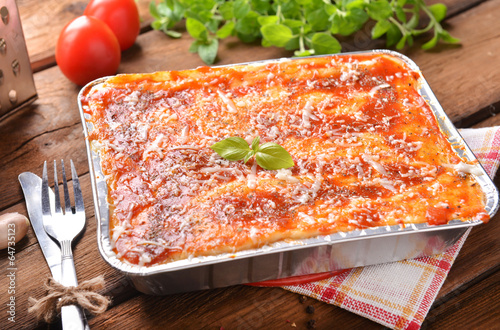 Aluminium Restaurant lasagne bolognese