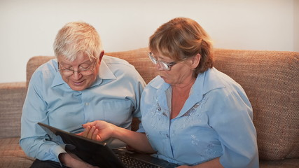 Older People Learn Working in Laptop
