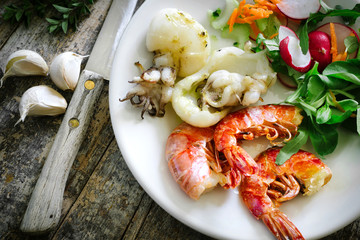 Cuttlefish and prawns grilled with salad