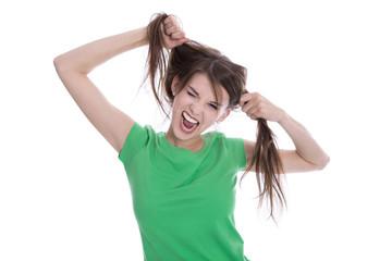 Witziges freches junges Mädchen in Shirt grün freigestellt